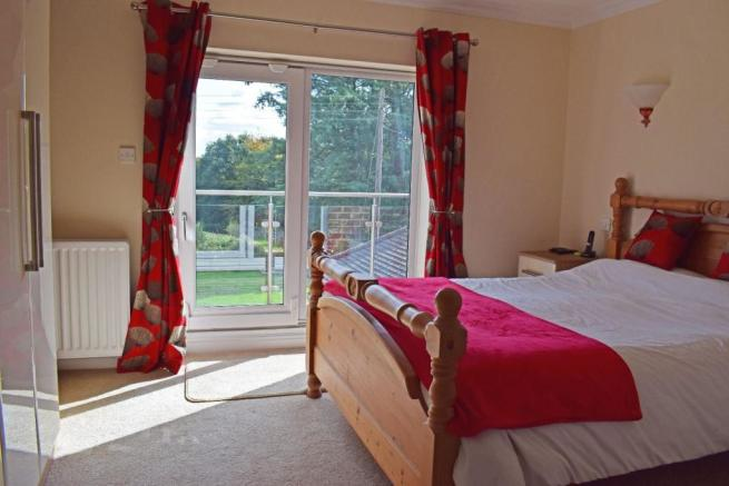 Crantock, bed 1.jpg