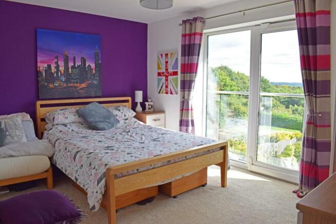 Crantock, bed 2.jpg