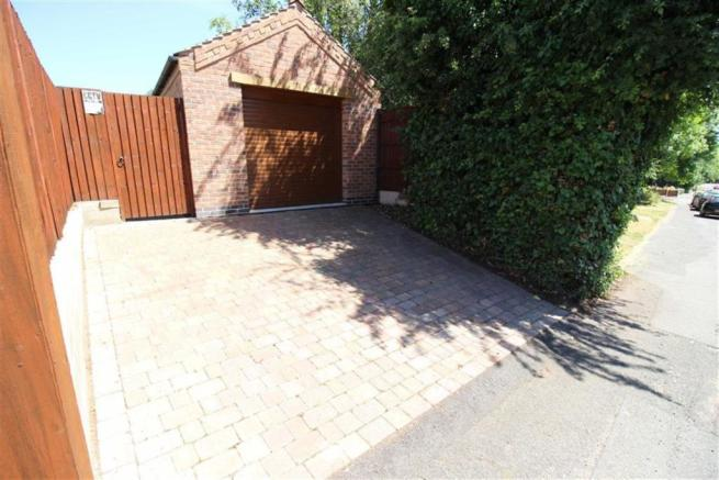 SINGLE DETACHED GARAGE