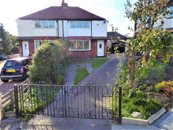 3 bedroom semi-detached house for sale in Beechroyd, Pudsey, LS28