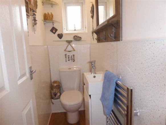 Cloakroom / WC: