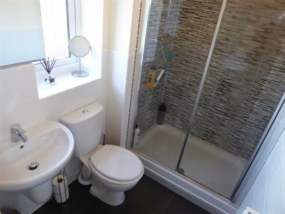 En-suite Shower Room / WC: