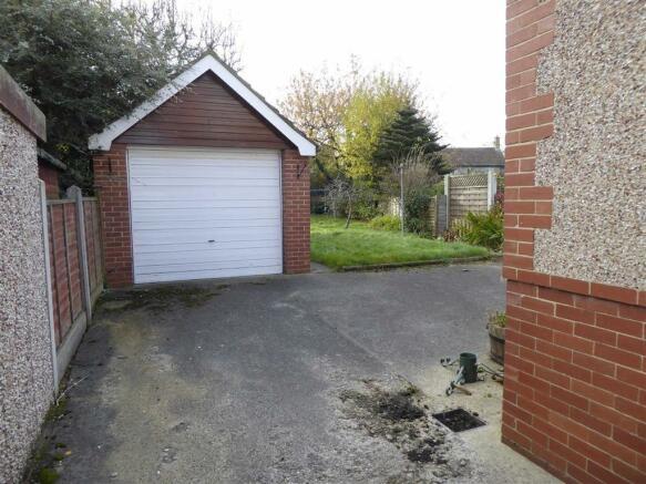 Parking / Garage: