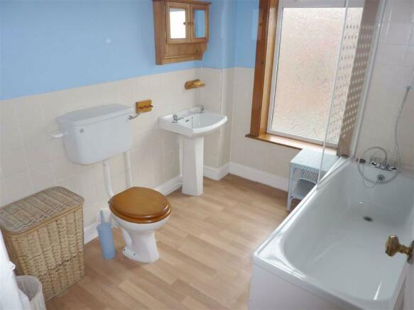 Bathroom/ WC: