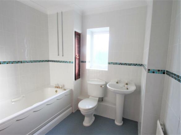 13 Woodcut Bathroom.jpg
