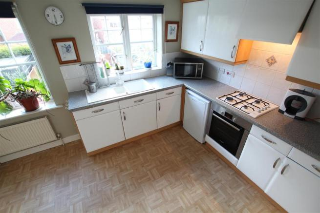 L-Shaped Breakfast Kitchen