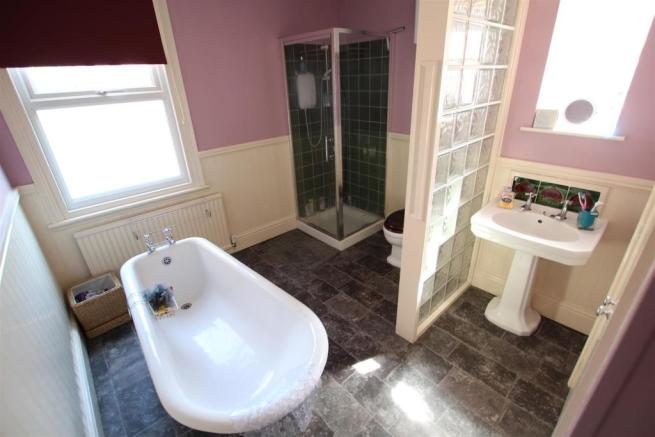 Beautifully Fitted Bathroom