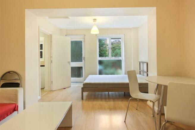 Living Area/Bedroom2