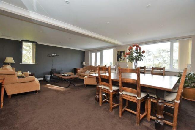 Lounge Dining ...