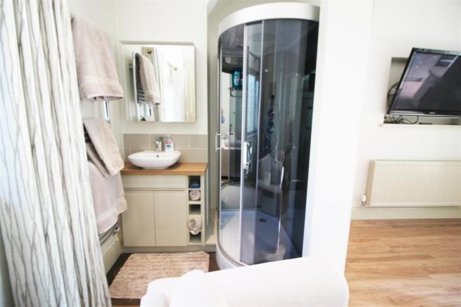 ANNEXE BEDROOM WITH SHOWER