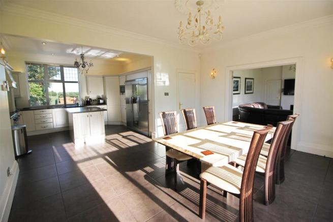 LIVING KITCHEN FURTHER ASPECT