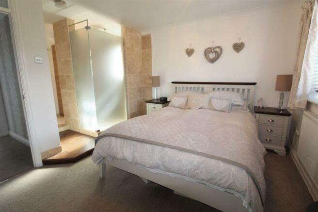 Master Bedroom(1)