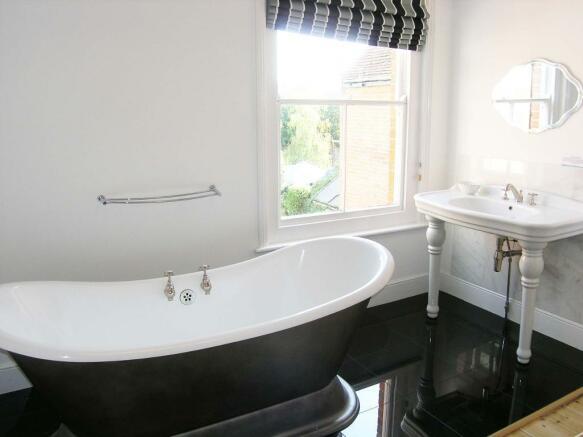 Bedroom 2 Bath Area