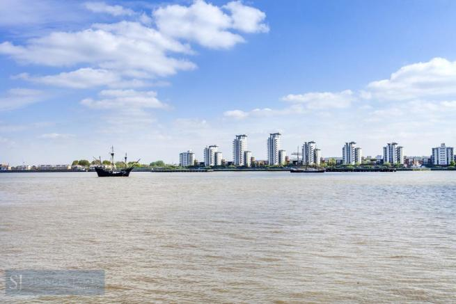 Thames View from Com