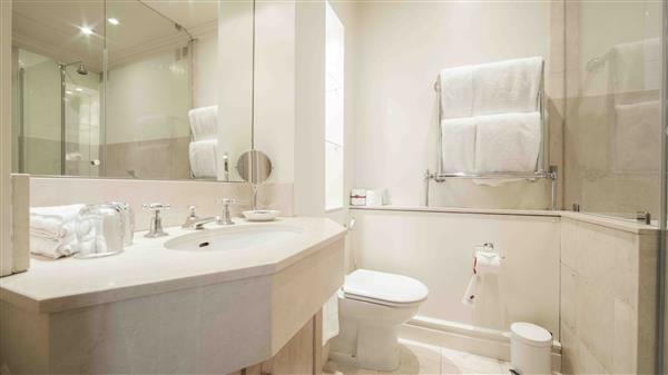 bathroom-1-bedroom-apartment