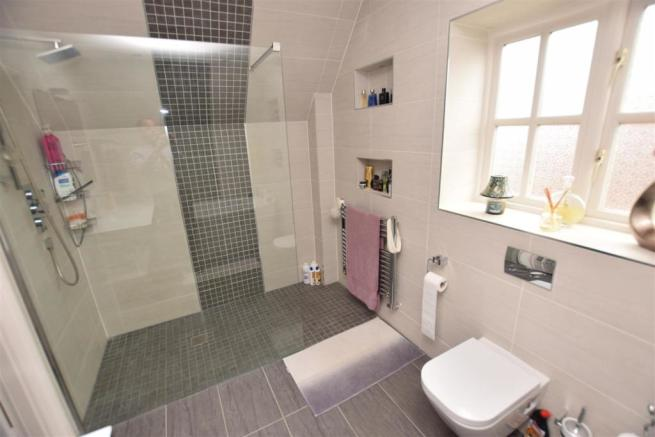 Master beedroom four piece en-suite wetroom