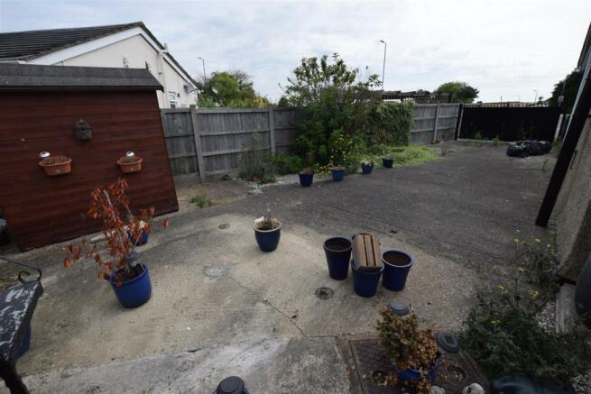 Parking / Garden
