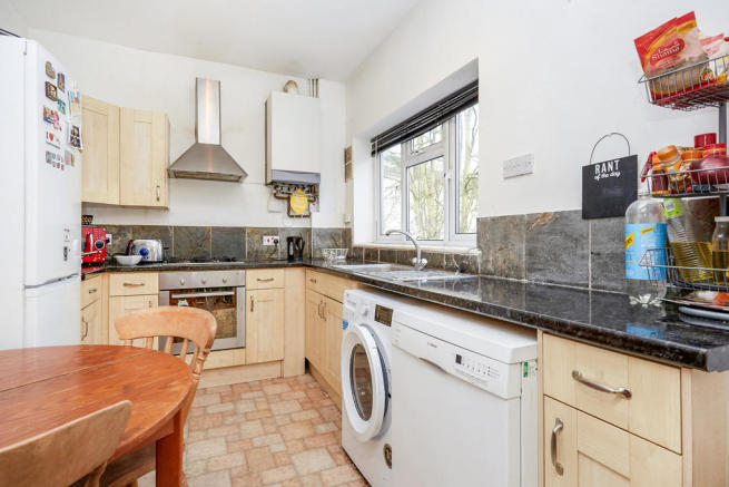 4 bedroom flat to rent in Crescent Road, Kingston Upon ...