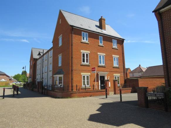 bae977c7a0d 5 bedroom town house for sale. Shears Drive, Amesbury, SALISBURY. £350,000.  Prev Next. Picture 2