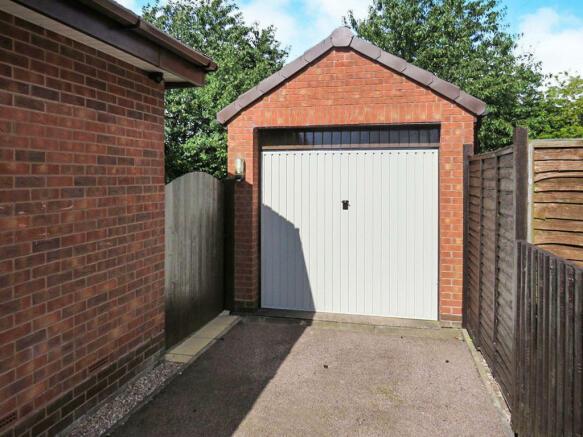 Detached Garage: