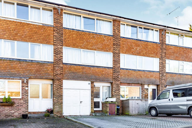 3 Bedroom Town House For Sale Chandlers Way Hertford
