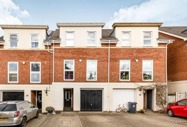 6e381bc1521 5 bedroom town house for sale. Wisdom Drive, Hertford. £619,000. Prev Next.  Picture 2