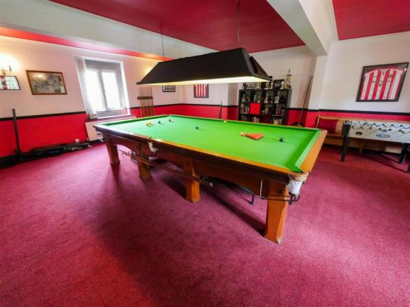 Billiard Room/ 6th Bedroom