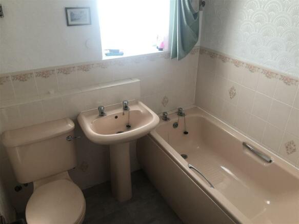 longfellow bathroom.jpg