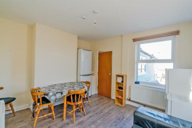 Studio flat to rent in Erdington Road, Atherstone, CV9