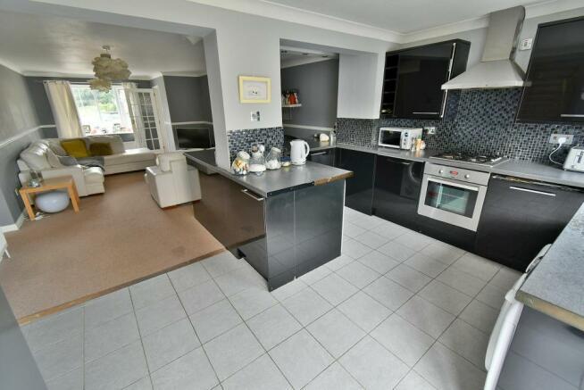 Open plan lounge/kitchen/breakfast room