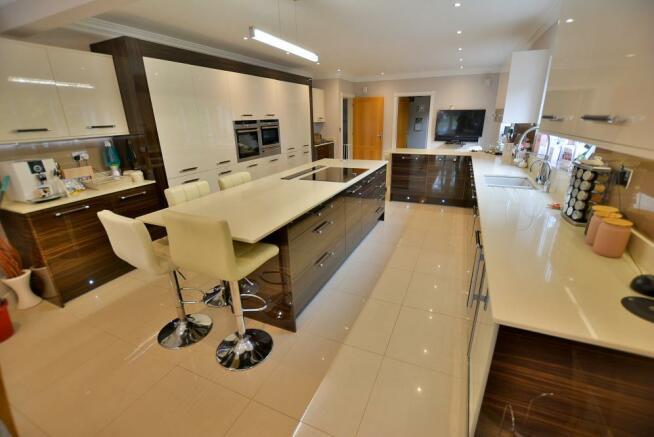 Kitchen/breakfast/dining/family room