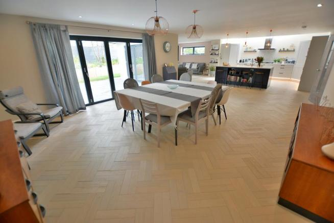 Kitchen/breakfast room/dining room/family room