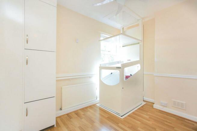 Bedroom 1 / Lift