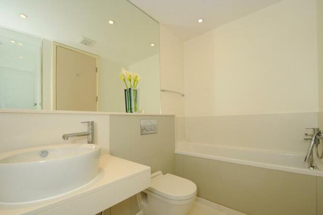 En-Suite Bathroom (shot 1)
