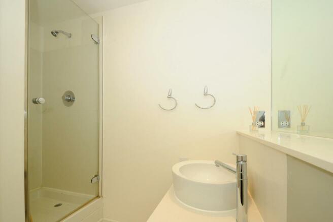En-Suite Bathroom (shot 2)
