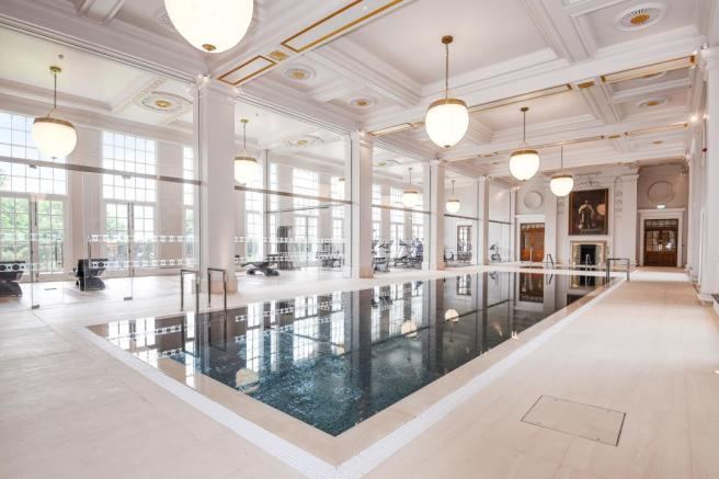 Building Shot: Leisure Suite Pool