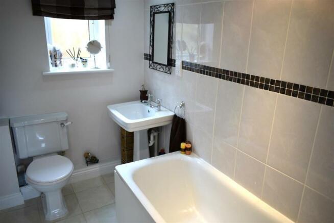 En-suite bath2.JPG