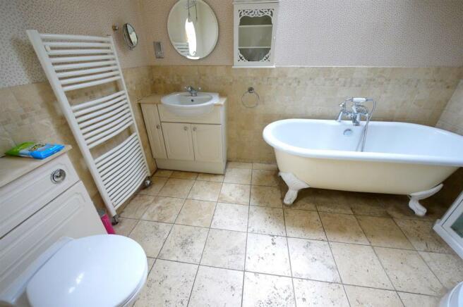 En Suite Bathroom:-
