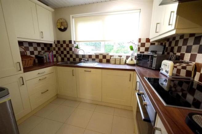 Fitted Kitchen:-
