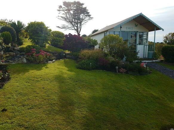 side garden to...