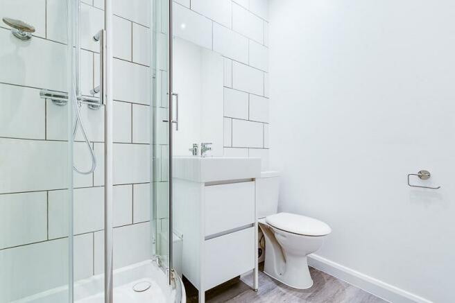 Fitzgeorge Ave Bathroom Low-1.jpg