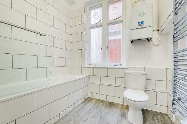 Fitzgeorge Ave Bathroom Low-2.jpg