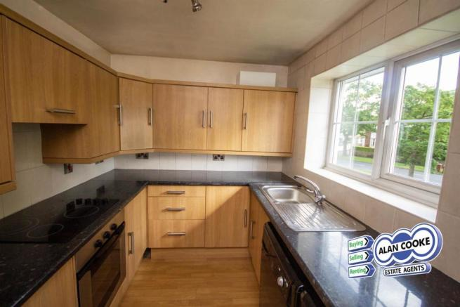 SUPERB FITTED KITCHEN