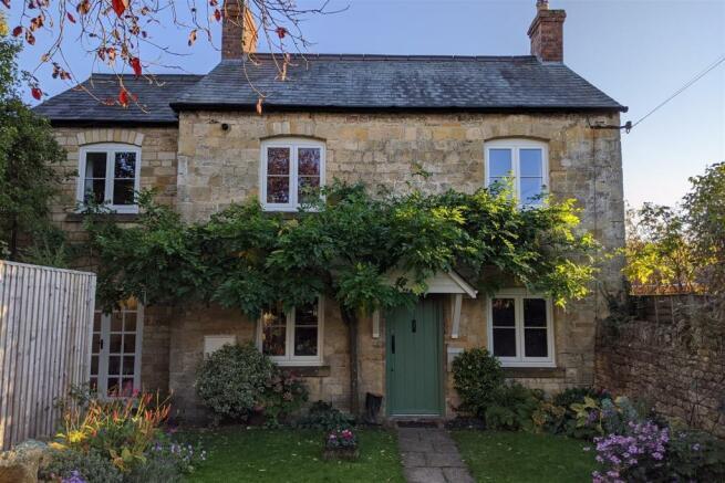 3 Bedroom Cottage For Sale In High Street Moreton In Marsh Gloucestershire Gl56