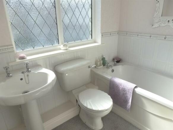 BATHROOM/WC (FRONT)