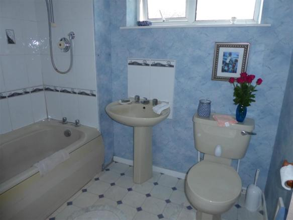 BATHROOM/WC (REAR)