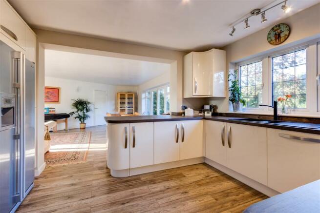KitchenAreaV1.jpg