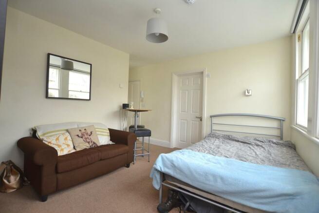 Bedroom/living room