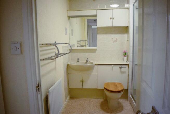 19 blackthorn court bathroom pic.jpg