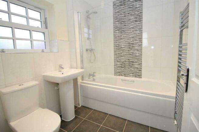 Trafalgar bathroom.jpg